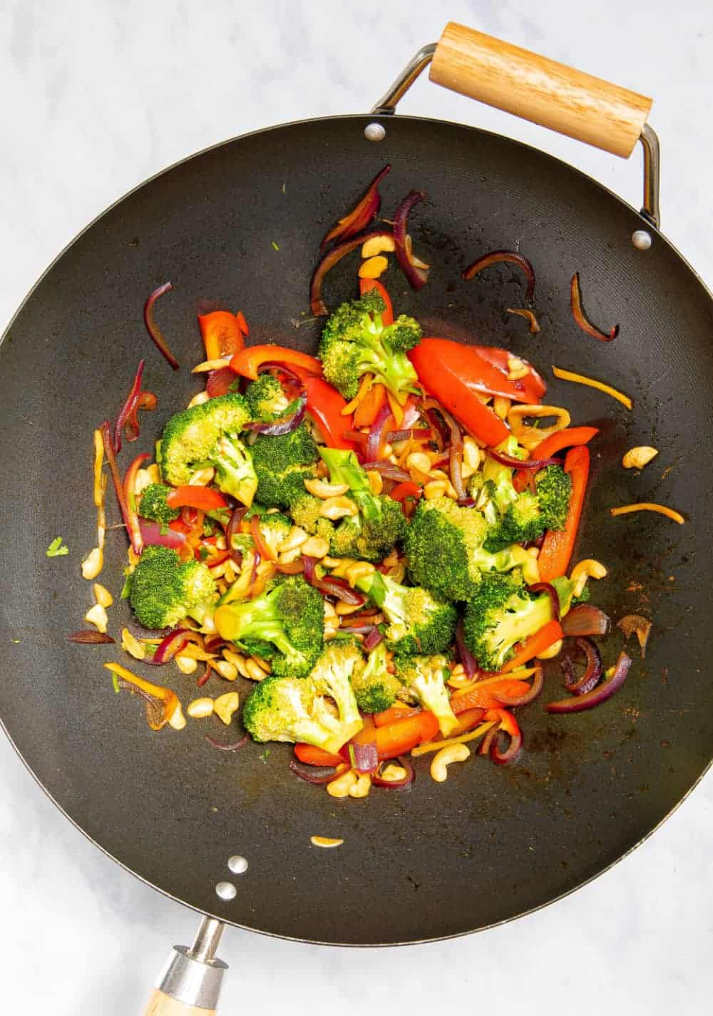 15 Minute Broccoli & Cashew Stir-Fry - Wok